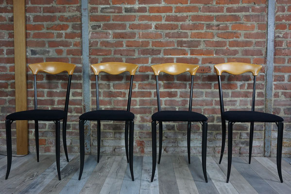 Suite de 4 chaises élégantes et design