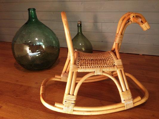Cheval à bascule rotin vintage 1950-1960