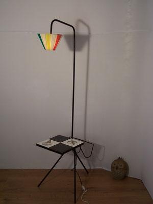 Lampadaire liseuse tripode, porte revues et tablette 1950