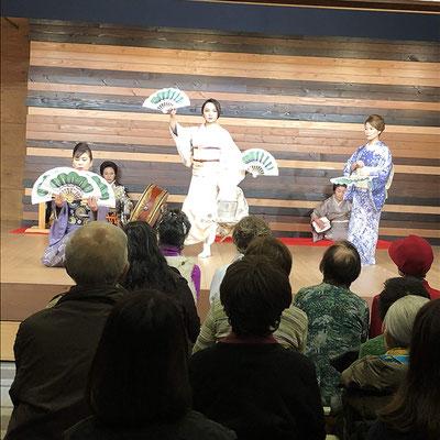 箱根湯本見番にて芸者さんの踊りを堪能