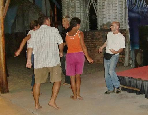 Mit seinen Voleyballern beim Tanz