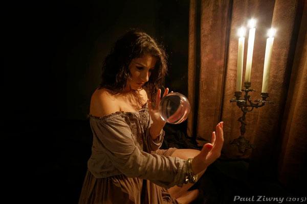 """""""Lévitation d'une boule de cristal"""" - Modèle: Witch Kiss"""