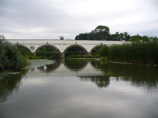 Neunaugenbrücke und der Fluß Hortobagy (c) Christa Brunner
