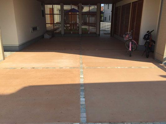 カラーコンクリートと自然石(方形)のボーダー