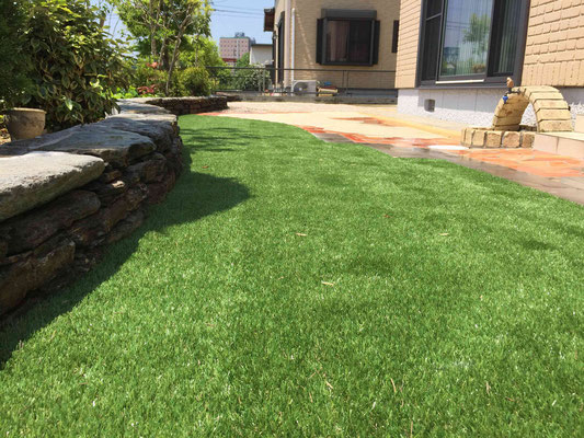 色鮮やかでリアルな人工芝