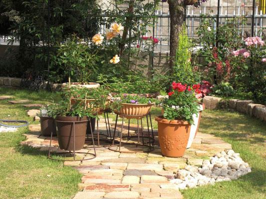 不ぞろいのクラシックレンガでかわいいお庭にリフォーム