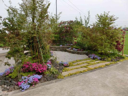 花いっぱいの和庭ガーデニングが楽しめる庭