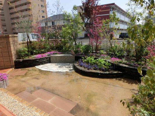 雑草対策も施したお庭(お花)いじりがしやすいお庭