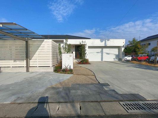 駐車場の増設と芝庭をタイルテラスのお庭へ