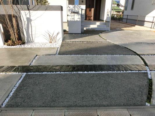 コンクリートの洗い出しと石張りのアプローチ