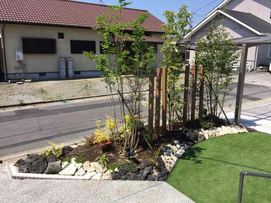 色鮮やかな人工芝のローメンテナンスガーデン