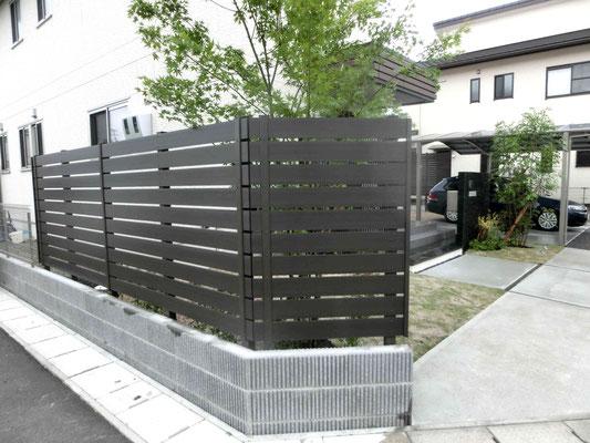 メンテナンスフリー木調の樹脂フェンス