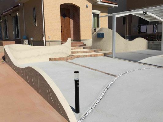 曲線の塗り壁仕上げとコンクリート