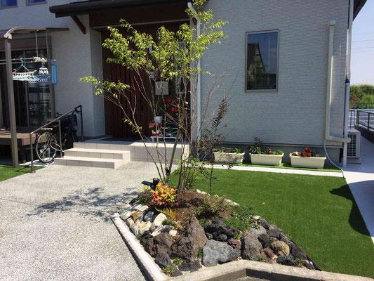 雑木と人工芝のナチュラルガーデン