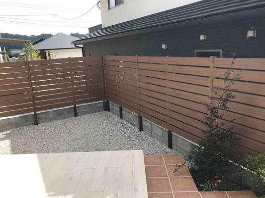 リアルな木調の樹脂フェンス