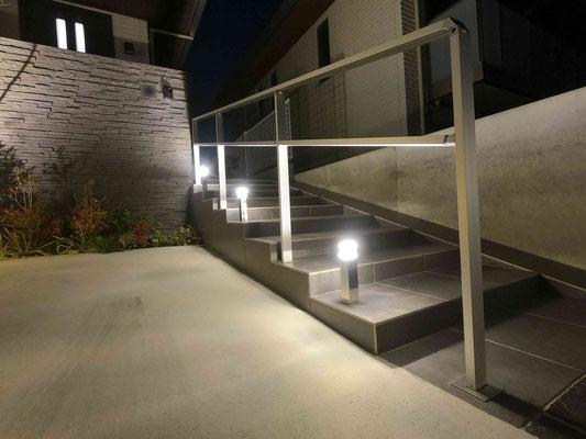 帰りの足元を明るくポールライト エクステリアライト(ライティング)・ガーデンライト(ライティング)