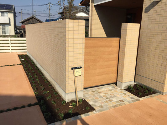 木調のスライド門扉