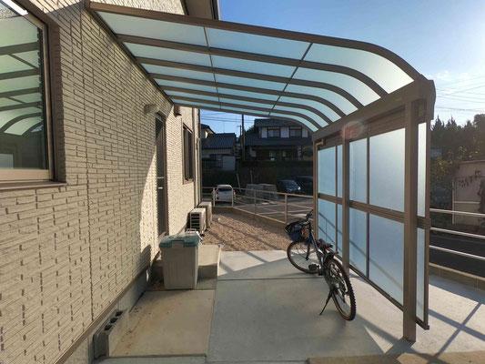 2台の自転車が入り側面パネルでプライベートと雨対策にも対応