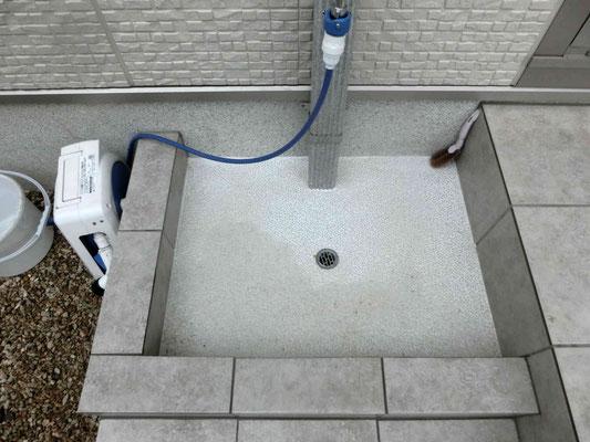 タイルテラスと一体の水洗