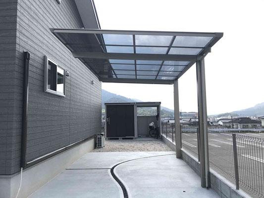 片屋根式カーポートと自転車置き場(物置兼用)