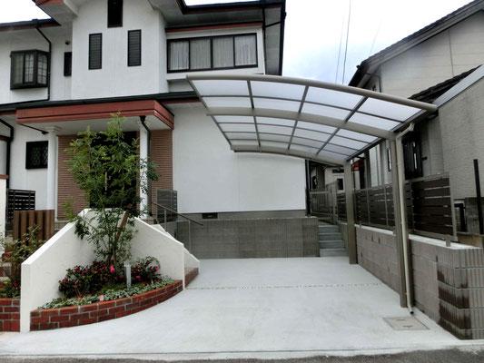 1台用の片屋根式カーポートとコンクリート
