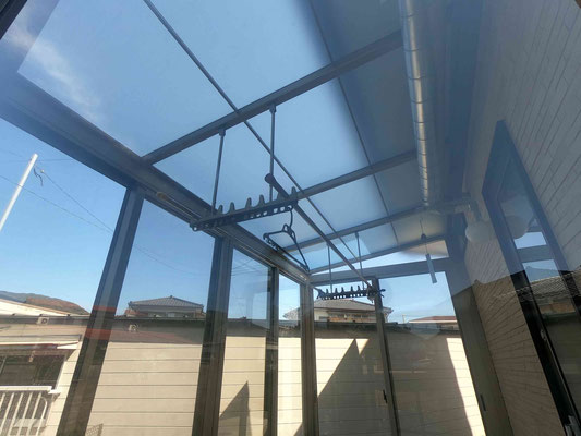 光は差し込み熱と紫外線はカットする熱戦遮断ポリカ屋根