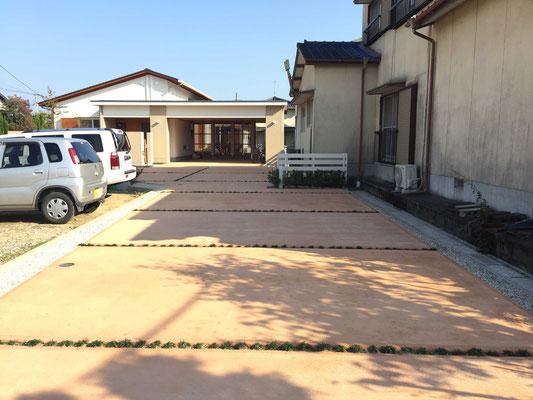オレンジのカラーコンクリートとグリーン目地