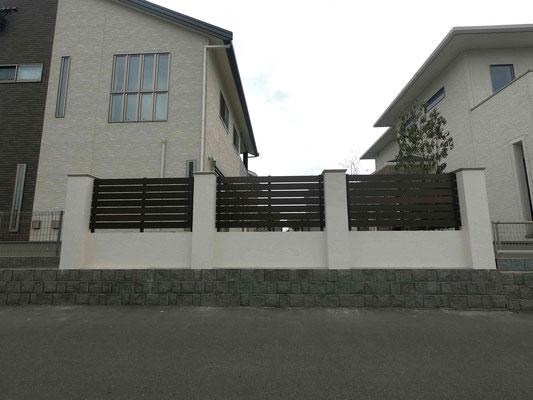 塗り壁と木調樹脂フェンスで重厚なデザインにリフォーム