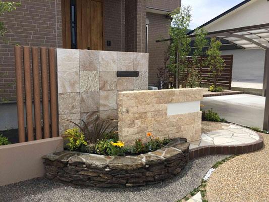 ハウステンボスにも使用されてる自然石の小端積花壇