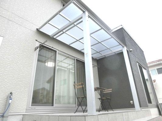 テラス屋根とタイルテラス