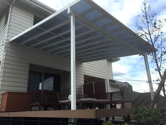 大型のテラス屋根