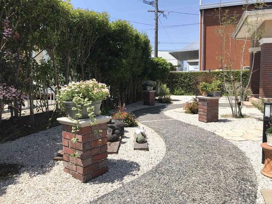 既存のコンクリート園路を洗浄してリフォーム