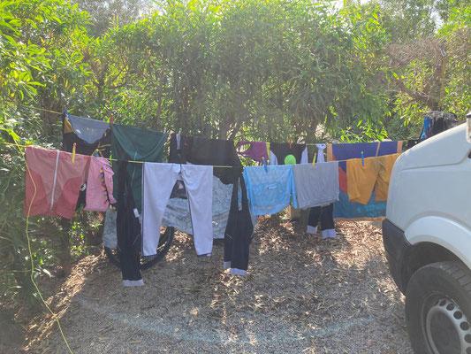 das erste Mal Kleider waschen nach 4 Wochen Spanien - wir gönnten uns den Luxus eines Campingplatzes