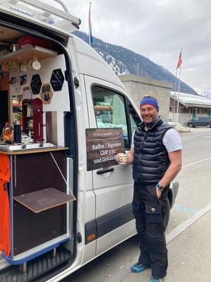 Rogers Freund Ale zu Besuch in Airolo