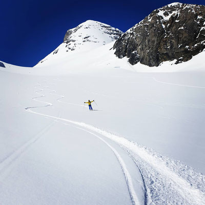 Pulverschnee und unverspurte Hänge - alles was ein Skifahrerherz höher schlagen lässt
