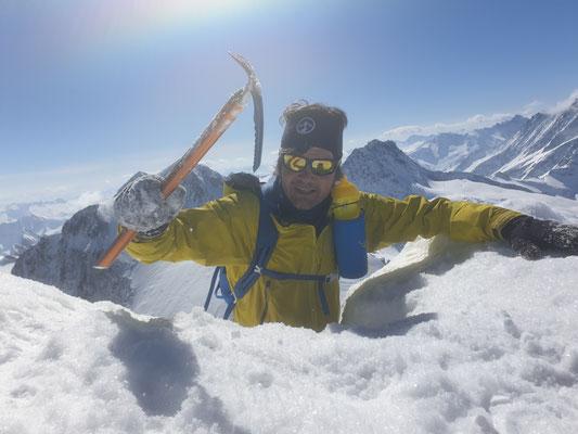 Der letzte Höhenmeter zum Gipfel des Wetterhorns 3690 m ü. M.