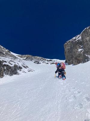 Gipfelaufstieg vom Skidepot in Richtung Wetterhorn 3690 m ü. M.