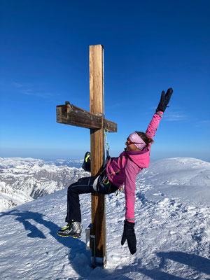 weil Cristina keinen Handstand kann, hängt sie sich ans Kreuz ;-)