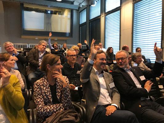 aktive Teilnahme am Vortrag von Dirk Herzer