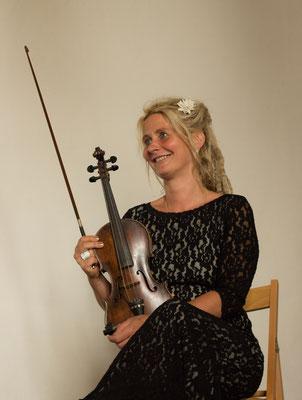 Monique Sonnenschein an der Violine