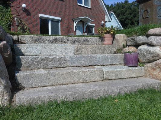Treppen die Ebenen in Naturstein besonders betonen