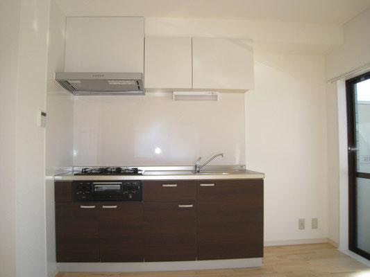 ブラック&ホワイトでキメる:キッチンのリフォーム事例