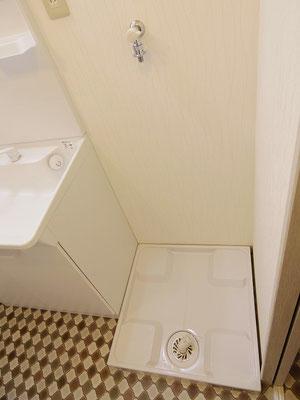 小町第一マンション(2階)after 洗面台の右側に洗濯機置場