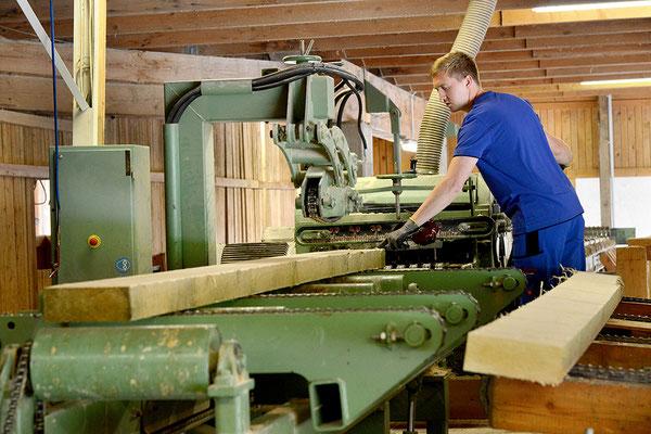 Maschinen im Sägewerk