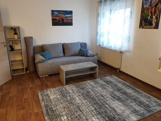 Wohnzimmer mit Couch (Schlafcouch)