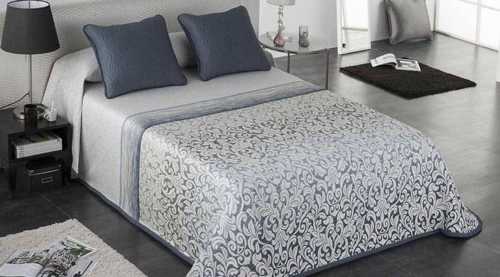 Colcha Pique Modelo Opera (Disponible en (Azul, Fucsia y Beig) Medidas y precios disponibles para camas de: 90cm (95€) 105cm (96€) 135cm (97€) 150cm (98€) 180cm (99€)