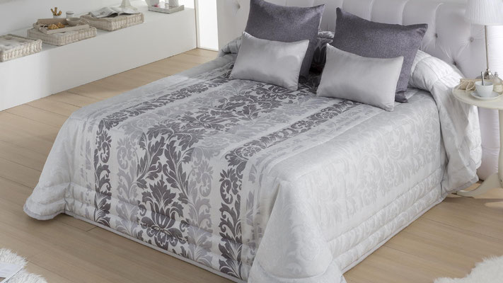 Bouti Jacquard Modelo Toscana (Disponible en Plata, Malva y Oro) Tambien en Funda Nordica y Colcha Edredon. Medidas y precios disponibles para camas de: 135cm (130€) 150cm (132€) 180cm (141€)