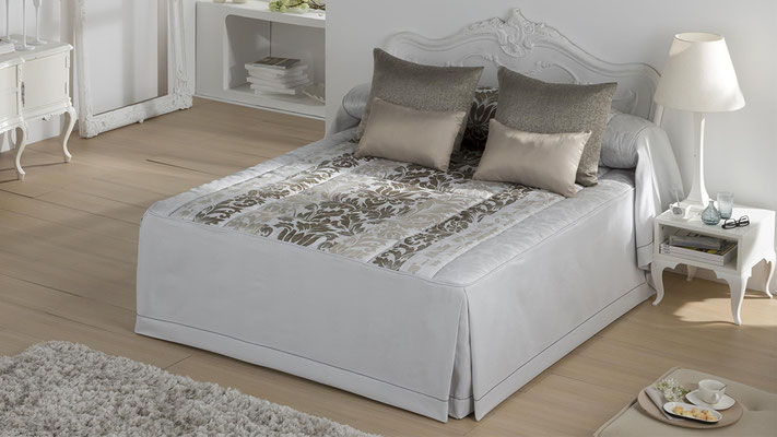 Colcha Edredon Jacquard Modelo Toscana (Disponible en Oro, Malva y Plata) Tambien en Bouti y Colcha Edredon. Medidas y precios disponibles para camas de: 135cm (144€) 150cm (147€) 180cm (157€)