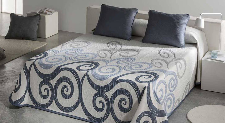 Colcha Pique Reversible Modelo Talia (Disponible en (Azul Fucsia y Beig) Medidas y precios disponibles para camas de: 90cm (95€) 105cm (96€) 135cm (97€) 150cm (98€) 180cm (99€)