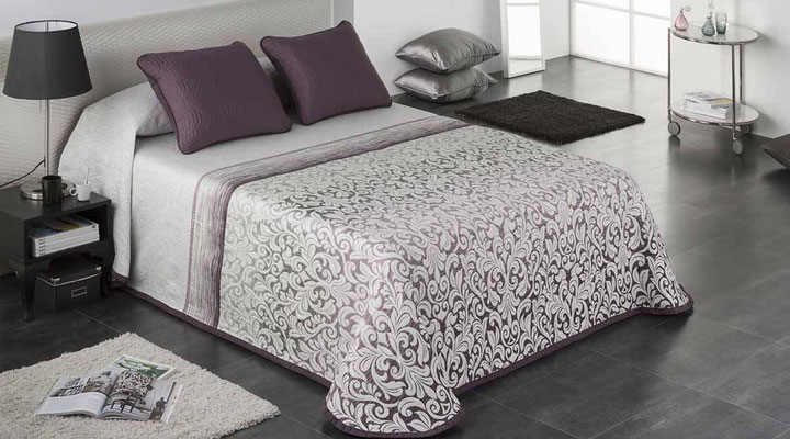 Colcha Pique Modelo Opera (Disponible en (Fucsia, Azul y Beig) Medidas y precios disponibles para camas de: 90cm (95€) 105cm (96€) 135cm (97€) 150cm (98€) 180cm (99€)